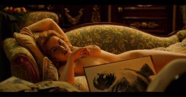Quand-Rose-prend-la-pose-pour-Jack-dans-Titanic-412150-933x445